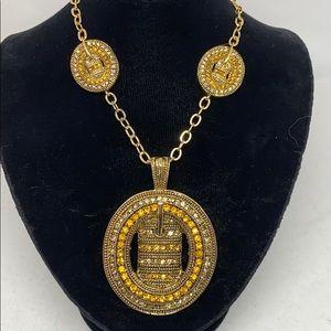 Jewelry - SALE! Beautiful gold tone necklace.